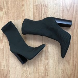 Steve Madden booties olive green size:7 comfy